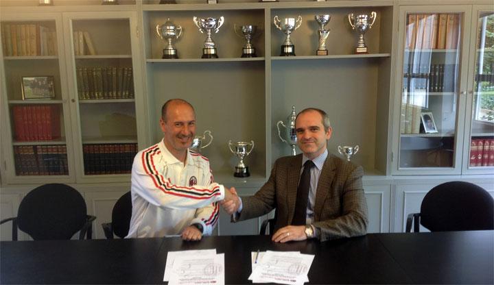 Munabe firma un acuerdo con la Escuela de Fútbol del Milan AC