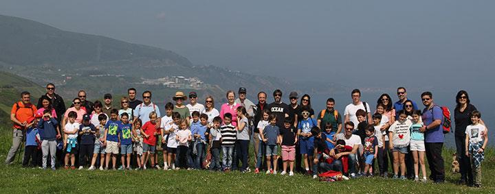 Un gran número de familias se apuntaron a la actividad de senderismo