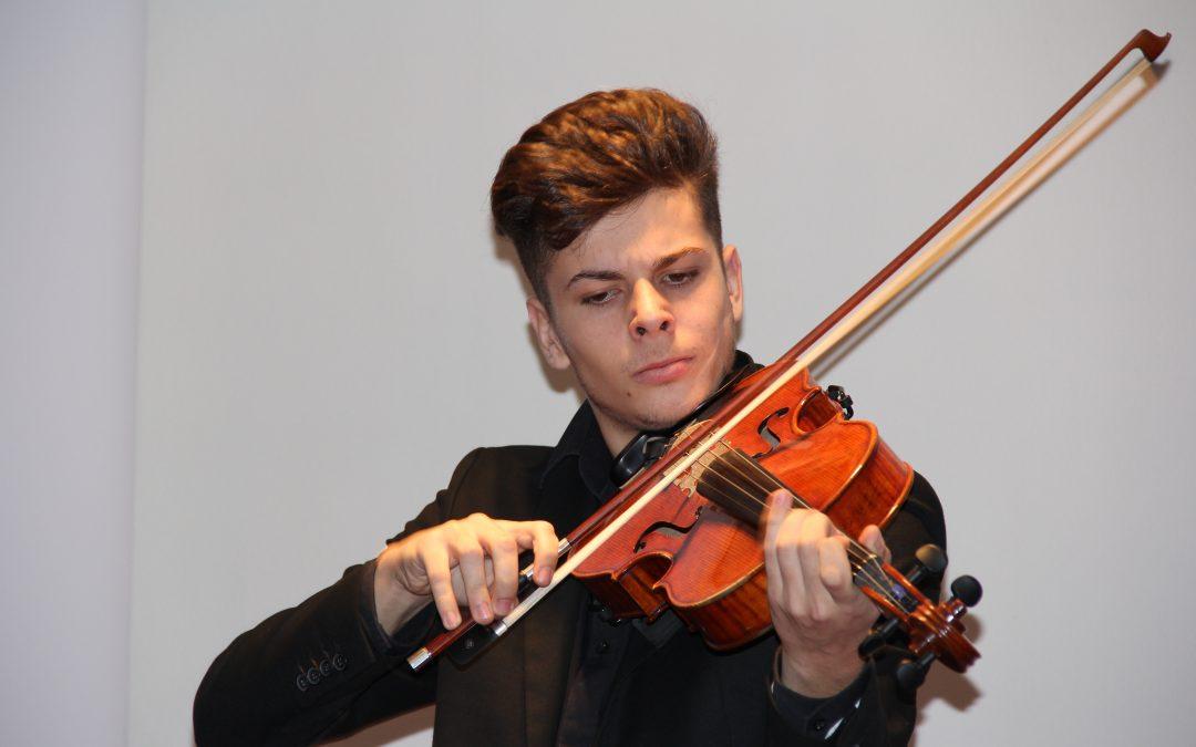 Un alumni es becado en la Royal Academy of London Music
